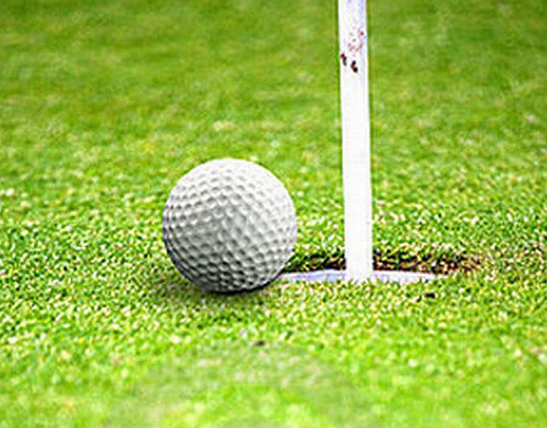 golf-ball-close-to-hole-2555814.jpg